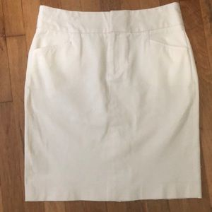 Banana Republic off white stretch skirt